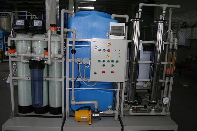 Установка получения деионизованной воды (вид спереди)