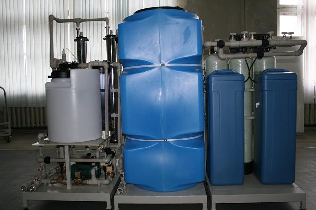 Установка получения деионизованной воды (вид сзади)